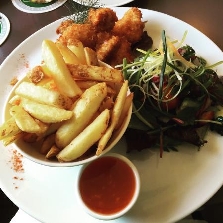 Guys Bar & Snug: César Salad and Chicken Goujons