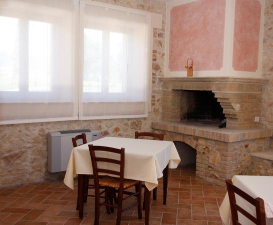 Narni Scalo, Italy: Sala pranzo con camino