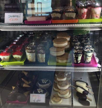 B. ICE - il gelato di Borgognissanti: Not just gelato - beautiful frozen cakes too!