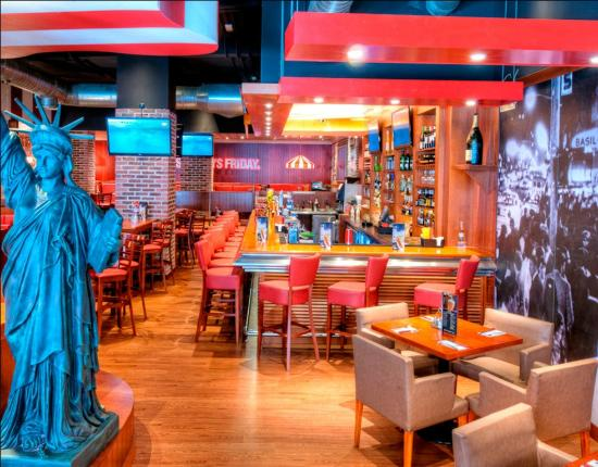 Photo of American Restaurant TGI Fridays Gran Via at Calle Gran Vía, 76, Madrid 28015, Spain