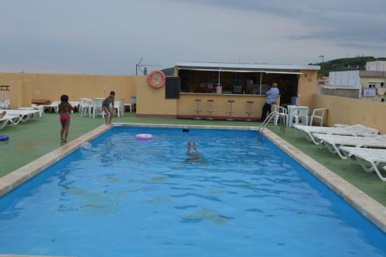 Hotel Continental : Бассейн на крыше