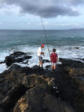 The secret spot picture of maui shore fishing guides for Maui shore fishing