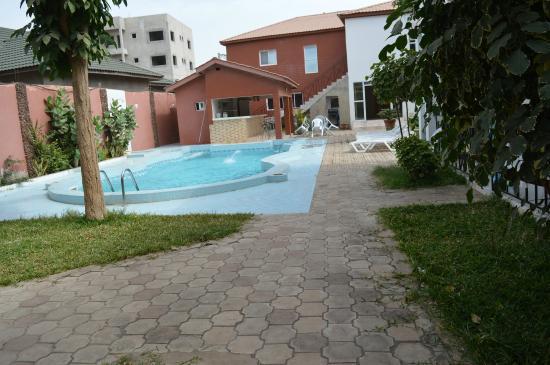Bijilo, Gambia: Poolen utanför vårt rum