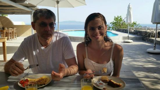 Ambelia Traditional Villas: Delicious Greek breakfast (homemade cakes and jams, Greek yogurt, omelettes, and more), with a v