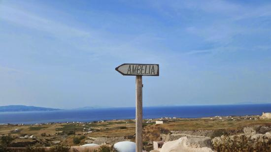 Ambelia Traditional Villas: The area can be tricky to navigate, but there are a bunch of signs guiding you to Ambelia!