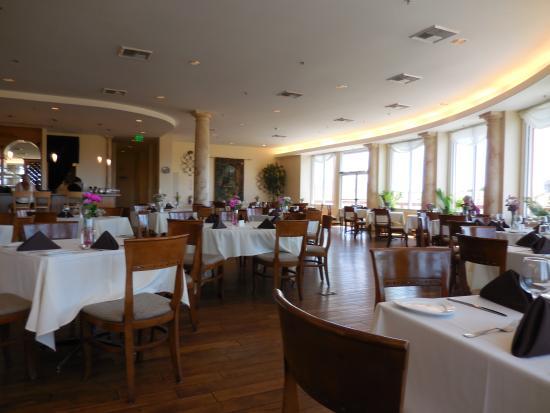 Pinnacle Restaurant Falkner Winery Dining Room