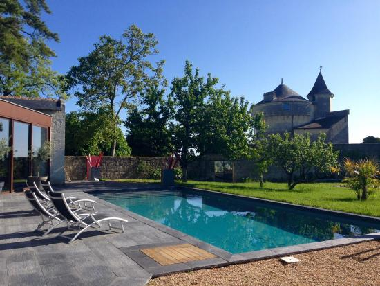 Les Suites du Chateau : Pool by the chateau