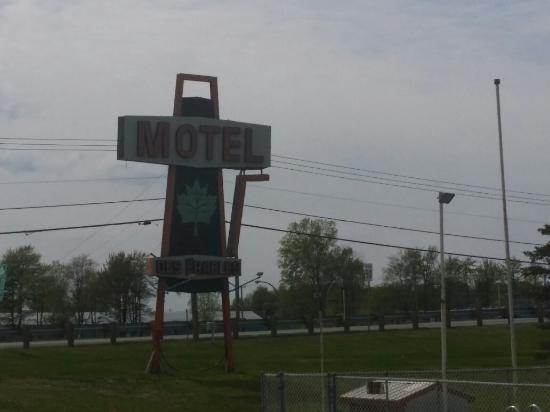 Motel Des Erables: Spring 2015