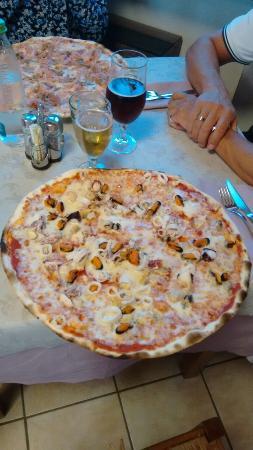 Pizzeria Ristorante La Rosa Blu: Pizza Frutti di Mare