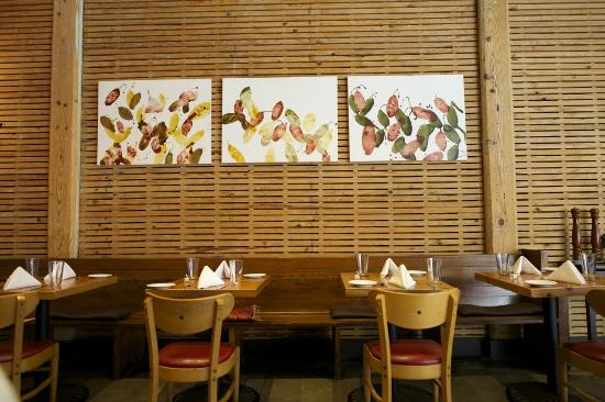 Rue Cler Restaurant: love the distinctive wood slat walls