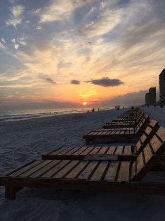 The Sandpiper Beacon Beach Resort: Atardecer