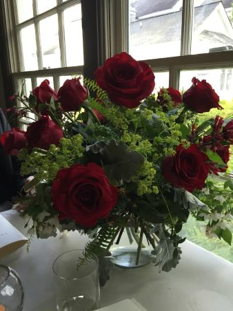 The Fearrington House Restaurant: Great service when I asked them to place 15 red roses before we arrive.