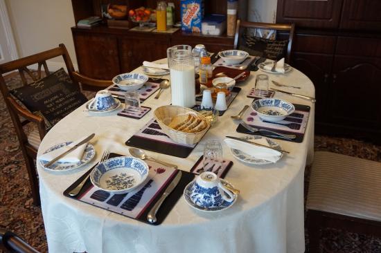 Hawthorn Lodge B & B : Ready for breakfast