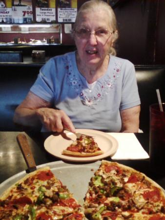 Jim's Razorback Pizza: Mom digging in