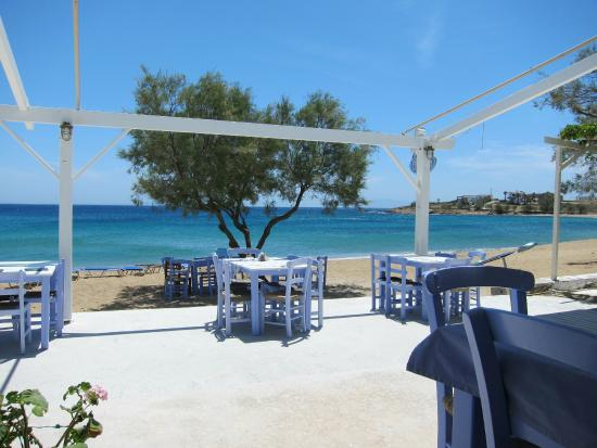 Fisilanis Restaurant: Beautiful view, seats both out of the sun and in it, and even on the beach.