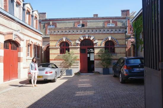 Le Clos Corbier: the courtyard