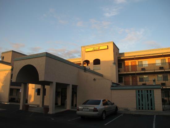 Super 8 Escondido: the motel