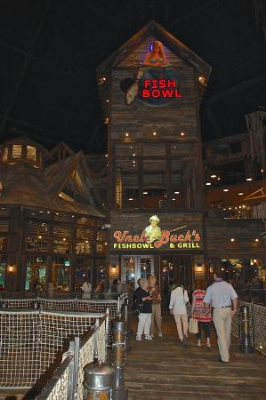 Uncle buck 39 s fishbowl and grill picture of bass pro for Fishing in memphis