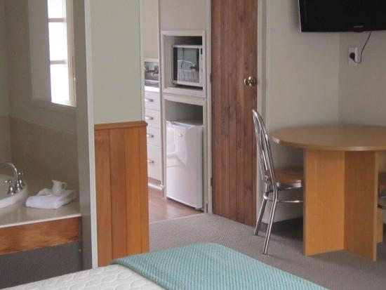 The cottage mews motel taupo r m 3 9 4 rm 371 for 110 lake terrace taupo