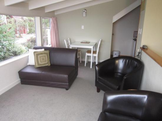 The cottage mews motel taupo r m 3 9 5 rm 371 for 110 lake terrace taupo
