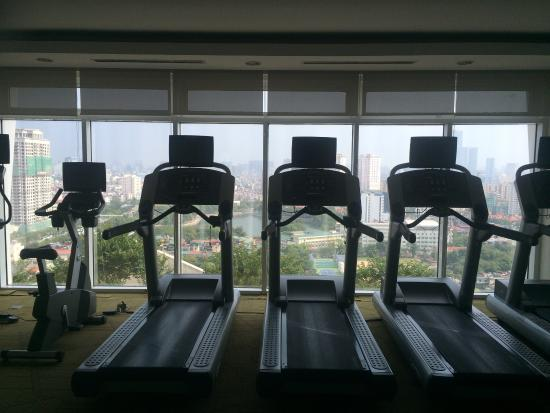 Somerset Hoa Binh: Air conditioned, awesome views, new equipment. Supplied towels and even the option for workout