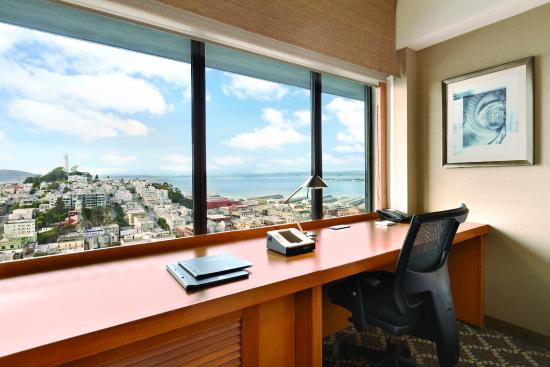 Hilton San Francisco Financial District: Desk, Bay View
