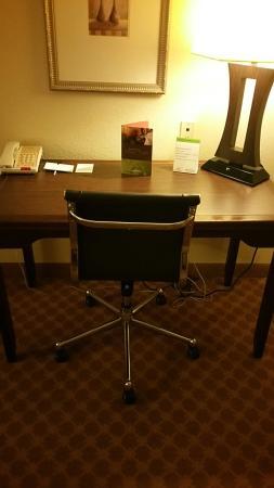 Country Inn & Suites Chester: Desk office