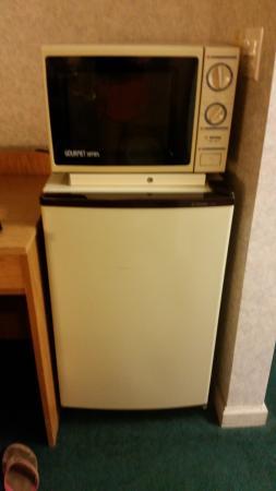 Travelodge Merced Yosemite: old fridge and microwave