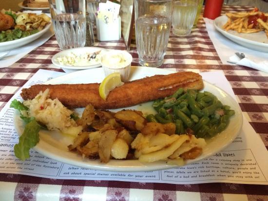 The Ronneburg Restaurant: Walleye Plate