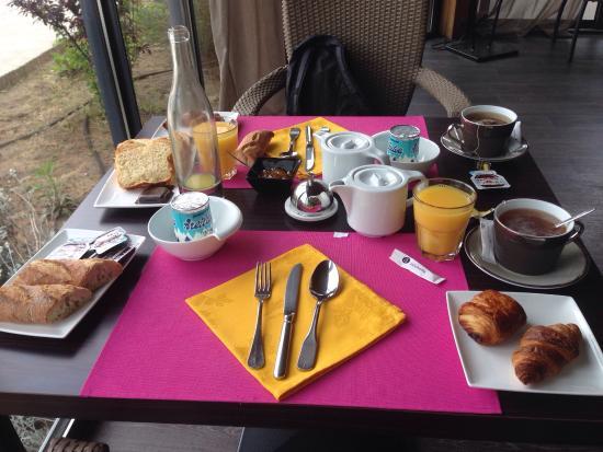 La Chapouliere Hotel : Petit déjeuner et salle