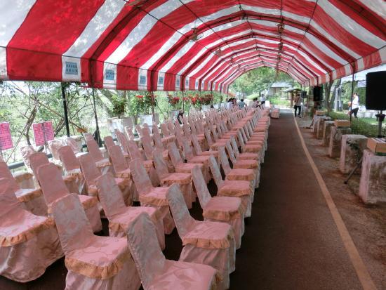 Hatta Yoichi Memorial Park : 数々の椅子