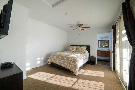 View Crest Lodge: Deluxe 1 Queen Suite