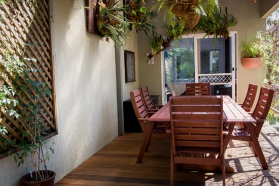 Nelson Bay Bed and Breakfast: BBQ/Breakfast Area