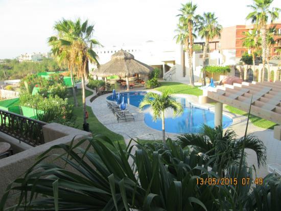El Ameyal Hotel & Family Suites : Vista de la alberca y palapa