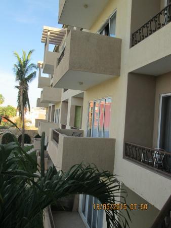 El Ameyal Hotel & Family Suites : Vista de fachada interior