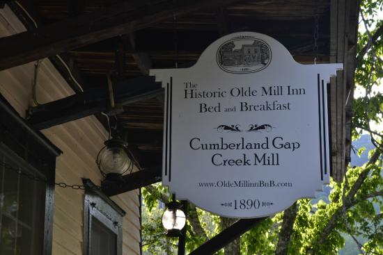 The Olde Mill Inn Bed & Breakfast: Sign at front