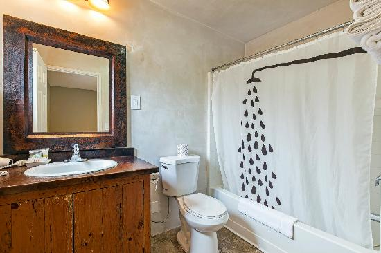 Vineyard Valley Inn : Bathroom