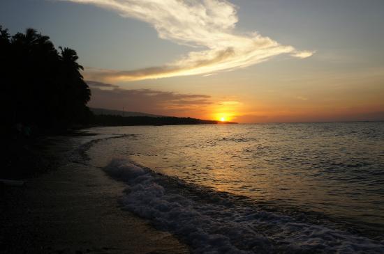 Bali au Naturel: View of sunset outside resort