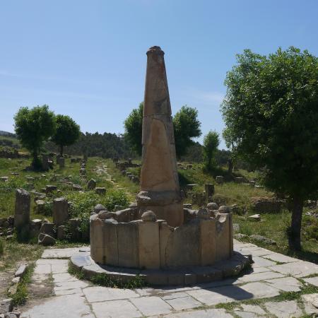 Cuicul Roman Ruins: fontaine conique