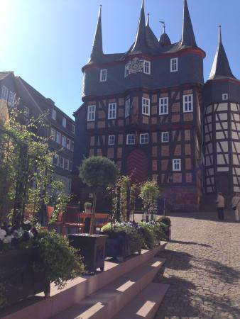 Hotel Die Sonne Frankenberg: Hotel next to the town hall