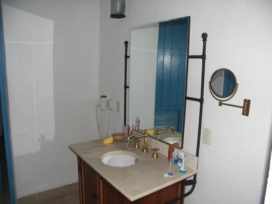 Hotel El Comendador: Ванная