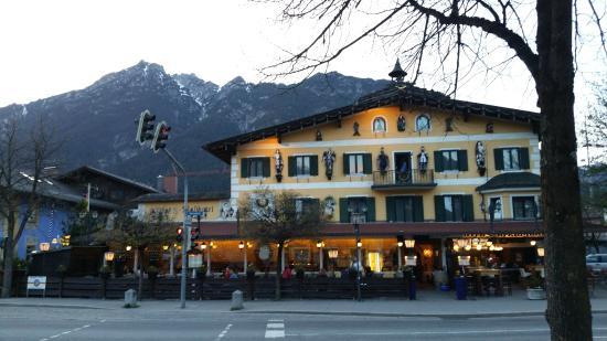 Streetside restaurant of the hotel