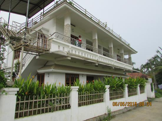 Villa Wayanad Holiday Homes: Villa from Outside. My kids standing on First Floor Balcony.