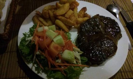 Couleur Cafe and Restaurant: Entrecôte frites salade