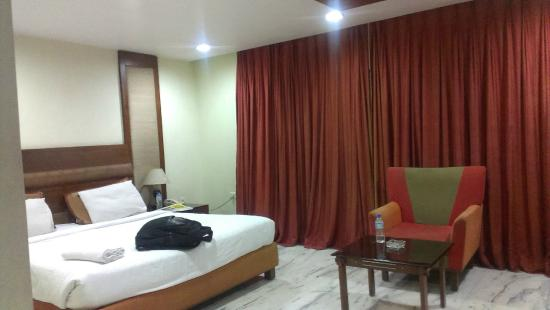 OYO 8460 Hotel RR Grand: Room view1