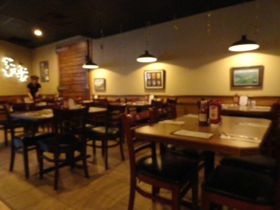 Cooper's Cave Ale Company: Interior dining area