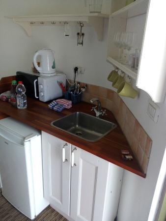 Arbel Suites Hotel: кухонный уголок