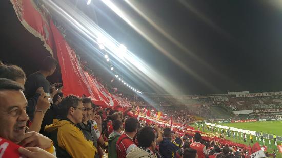 Estadio Nemesio Camacho : Partido de copa Libertadores entre el Independiente Santa Fe de Colombia y Estudiantes de la Pla