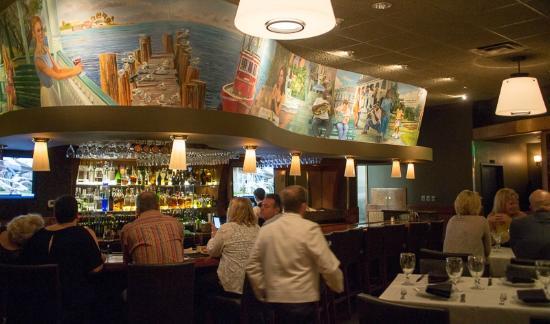 Eddie Vu0027s Prime Seafood: The Bar Area