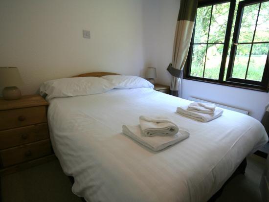 Otterham, UK: Three bedroom Valley Lodge Double Bedroom
